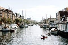 Opiniões do porto em Copenhaga, Dinamarca fotos de stock