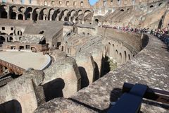 Opiniões dos últimos andares de Colosseum - Roma, Itália imagens de stock