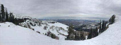 Opiniões majestosas do inverno em torno de Wasatch Front Rocky Mountains, Brighton Ski Resort, perto do vale de Salt Lake e de He fotografia de stock royalty free