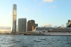 Opiniões o porto e Hong Kong de construção Foto de Stock
