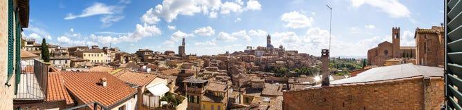 Opiniões panorâmicos da cidade da tarde de Siena Fotografia de Stock Royalty Free