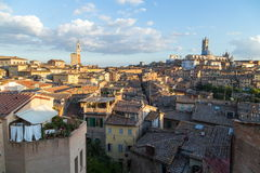 Opiniões panorâmicos da cidade da tarde de Siena Imagem de Stock Royalty Free