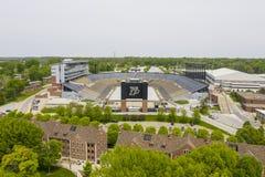 Opini?es a?reas Ross-Ade Stadium On The Campus do Purdue University fotografia de stock