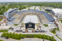 Opini?es a?reas Ross-Ade Stadium On The Campus do Purdue University fotografia de stock royalty free