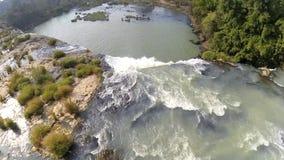 Opini?n de c?mara lenta de la cascada de Nur del carro, monta?as centrales, DakLak, Vietnam almacen de metraje de vídeo