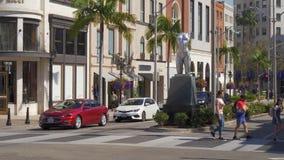 Opini?n de la calle en Rodeo Drive en Beverly Hills - CALIFORNIA, los E.E.U.U. - 18 DE MARZO DE 2019 almacen de video