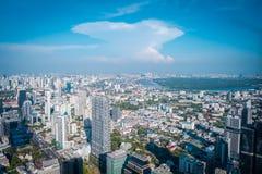 Opini?n de la ciudad de la metr?poli de Bangkok de rey Power Mahanakorn Building foto de archivo