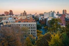Opini?n de la puesta del sol del oto?o sobre Harlem de Morningside Heights en Manhattan, New York City imágenes de archivo libres de regalías