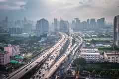 Opini?n del paisaje urbano del edificio moderno del negocio de la oficina de Bangkok Edificio en Bangkok, Tailandia imagenes de archivo