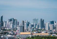 Opini?n del paisaje urbano del edificio moderno del negocio de la oficina de Bangkok Edificio en Bangkok, Tailandia imagen de archivo