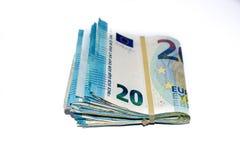 Opini?n del primer de un paquete de doblado 20 billetes de banco del euro fotos de archivo libres de regalías