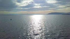Opini?n hermosa del lago opini?n del abej?n Lago Baikal almacen de metraje de vídeo