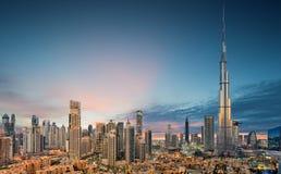 Opini?n panor?mica que sorprende sobre el horizonte futurista de Dubai, Dubai, United Arab Emirates foto de archivo libre de regalías