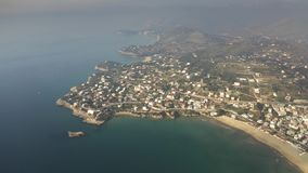 Opini?n a?rea de la mucha altitud de la costa costa del mar tirreno cerca de Gaeta, Italia almacen de metraje de vídeo
