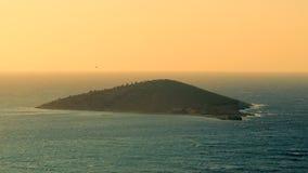 Opini?n a?rea hermosa sobre la costa y las islas de mar en la puesta del sol en el verano, fondo de la experiencia del viaje almacen de metraje de vídeo