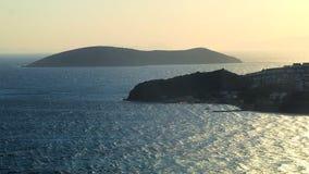 Opini?n a?rea hermosa sobre la costa y las islas de mar en la puesta del sol en el verano, fondo de la experiencia del viaje metrajes