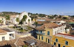 Opini?n a?rea panor?mica sobre las casas viejas de la ciudad Trinidad, Cuba foto de archivo libre de regalías