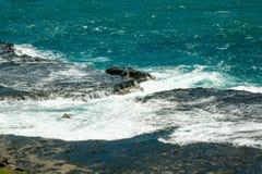 Opini?o bonita Rocky Coastline em dos Caracas de Ponto do ponto de Caracas em Fernando de Noronha fotos de stock