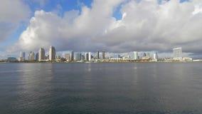 Opini?o de ?ngulo larga sobre a skyline de San Diego - CALIF?RNIA, EUA - 18 DE MAR?O DE 2019 video estoque