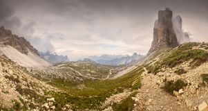 Opini?o do cume da montanha Tre Cime di Lavaredo, Tirol sul, cumes de Italien das dolomites fotografia de stock