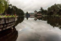 Opini?o do lago em Zlatibor, S?rvia foto de stock royalty free
