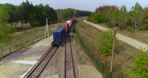 Opini?o do zang?o, transporte da carga pelo trem, transporte de recipientes de transportes do trem de mercadorias dos recipientes video estoque