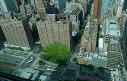 Opinión aérea del panorama del Midtown de New York City Manhattan con los rascacielos y el cielo azul en el día Fotografía de archivo libre de regalías