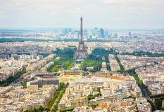 Opinión aérea del panorama sobre torre Eiffel en París Imagen de archivo libre de regalías