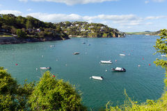 Opinión BRITÁNICA de Salcombe Devon England del estuario de Kingsbridge popular para navegar y navegar Imágenes de archivo libres de regalías