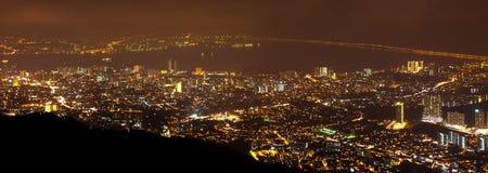 Opinión de la colina de Penang, Malasia de la noche Imagenes de archivo