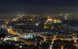 Opinión de la noche de la acrópolis de la colina de Lycabettus, Atenas Fotos de archivo