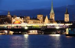 Opinión de la noche de la ciudad de Zurich Fotografía de archivo libre de regalías