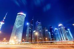 Opinión de la noche del centro financiero de Shangai Foto de archivo libre de regalías