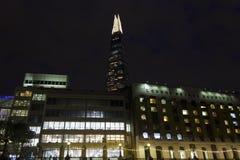 Opinión de la noche del hospital del puente de Londres Fotografía de archivo