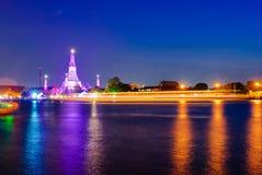 Opinión de la noche en Wat Arun Imagenes de archivo