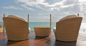 Opinión de la playa en el centro turístico de lujo Imágenes de archivo libres de regalías
