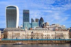 Opinión de los rascacielos de la ciudad de Londres sobre el río Támesis en Sunny Day Fotos de archivo libres de regalías
