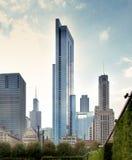 Opini?n de ?ngulo bajo de los rascacielos en una ciudad, Chicago, cocinero County, I Foto de archivo