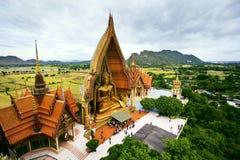 Opinión de ojos de pájaros Wat Tum Seua (templo) de la ensenada del tigre Kanchanburi Imagen de archivo