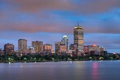 Opinión de río de Charles de Boston en la oscuridad Imágenes de archivo libres de regalías
