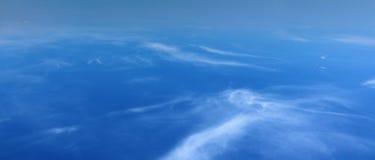 Opinión del cielo de la ventana del aeroplano Fotos de archivo