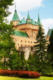Opinión del jardín del castillo de Bojnice Foto de archivo libre de regalías