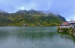 Opinión del lago Tsongmo Imagen de archivo