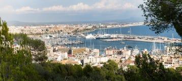 Opinión del panorama del puerto con los yates Fotografía de archivo