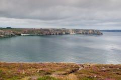 Opinión el Pointe du Penhir, Bretaña, Francia Fotografía de archivo