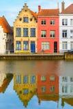 Opinión escénica de la ciudad del canal de Brujas con hermoso Imágenes de archivo libres de regalías