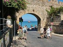 Opinión Mandraki de la bahía en Rodas, Grecia Imagen de archivo