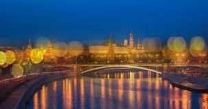 Opinión panorámica de la noche de Moscú el Kremlin, Rusia Foto de archivo libre de regalías