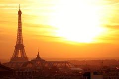 Opinión panorámica del effel de París en la puesta del sol Imagenes de archivo