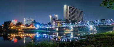 Opinión Ping River Chiang Mai de la noche Imágenes de archivo libres de regalías